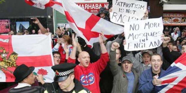 Ausschreitungen bei Anti-Islam-Demo
