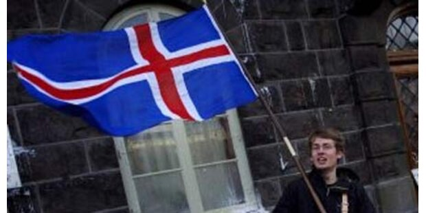 Isländer verlassen die sinkende Insel