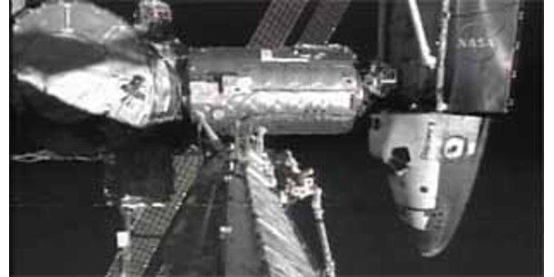 17-Tonnen-Sonnensegel mit Roboterarmen verlegt