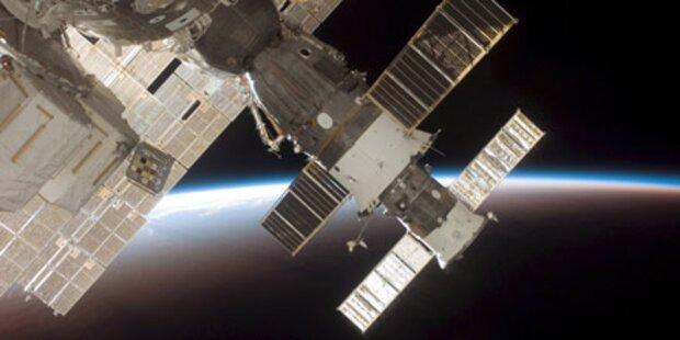 Raumschiff rauscht an ISS vorbei