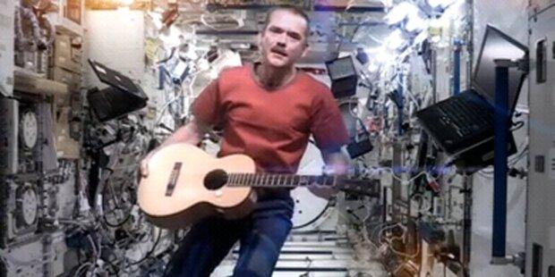 ISS-Astronaut singt David Bowie-Hit