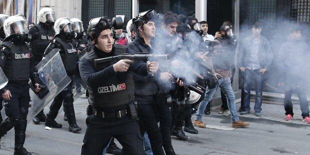Istanbul: Tränengas gegen Demonstranten