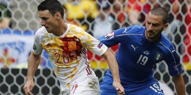 Italien besiegt Spanien