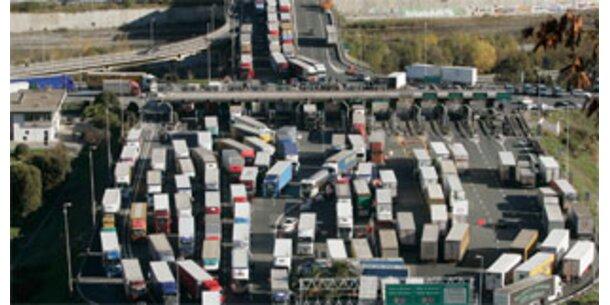 Frächter in Italien setzen Streik aus