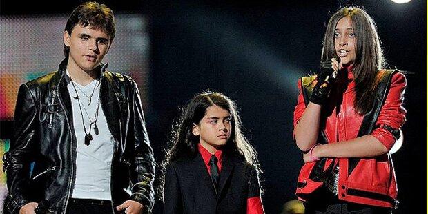 Jackson-Tochter tritt in Thriller-Jacke auf