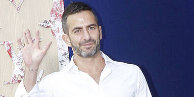 Marc Jacobs plant Ausstellung in Mailand