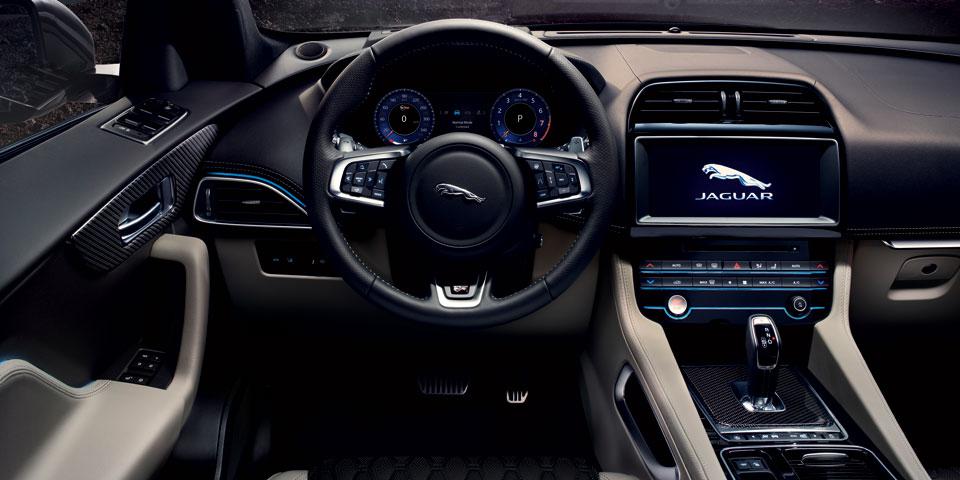 jaguar-f-pace-mj-2019-off2.jpg