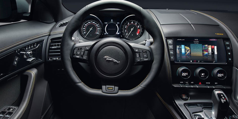 jaguar-f-type-2018-920-off2.jpg