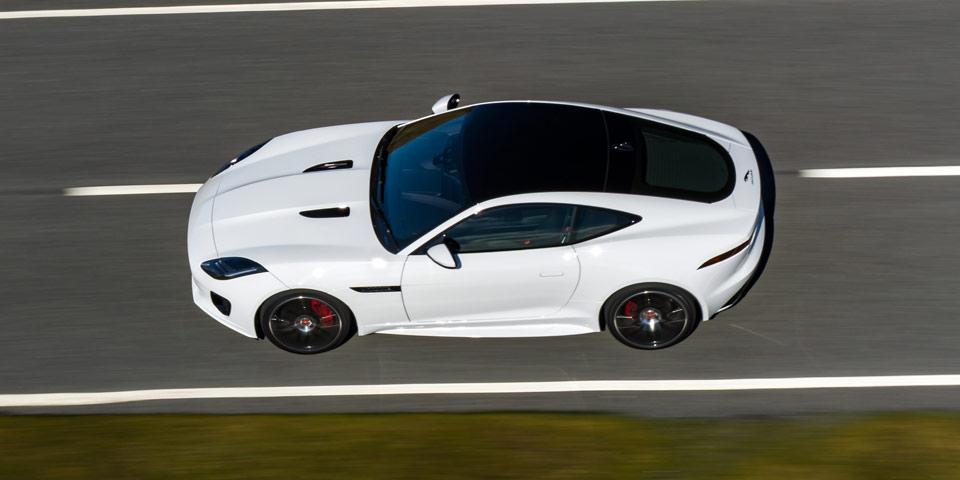 jaguar-f-type-flag-960-off3.jpg