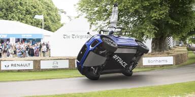 Jaguar-SUV bezwingt Bergrennen auf 2 Rädern