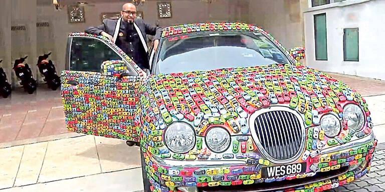 Jaguar mit 4.600 Spielzeugautos beklebt