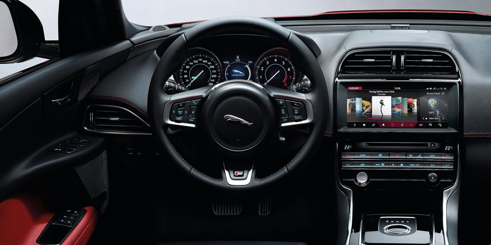 jaguar-xe-landmark-960-off2.jpg
