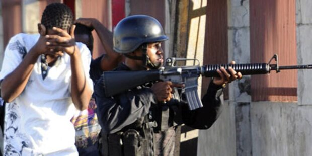 Drogenkrieg: Polizei stürmt Stadtteil