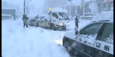 Schneesturm legt Japan lahm