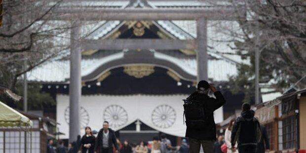 Abe besuchte umstrittenen Yasukuni-Schrein