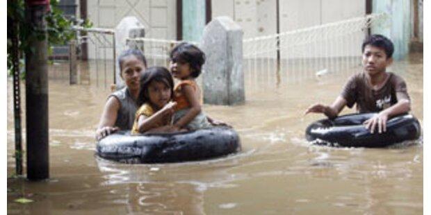 Mehr als hundert Tote bei Erdrutschen auf Java