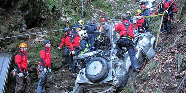 Jeep stürzt 250 Meter in die Tiefe - 1 Toter