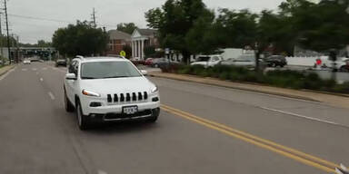 Hacker stoppen 110 km/h schnellen Jeep