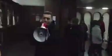 Armenien: Regierungsgegner stürmen Regierungsgebäude