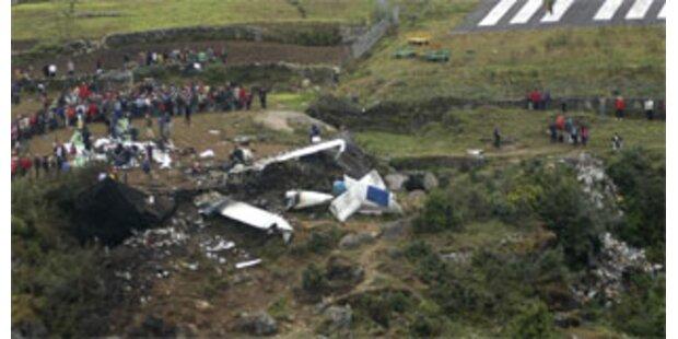 18 Tote bei Flugzeugabsturz in Nepal