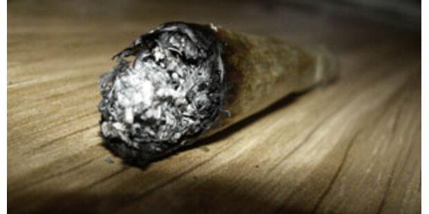 Paar ließ Kleinkind Marihuana rauchen