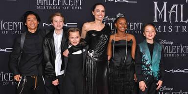 Maleficent 2: Jolie strahlt mit Kids bei Premiere
