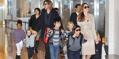 Angelina Jolie, Brad Pitt, Maddox, Pax, Zaharah, Shiloh, Knox und Vivienne