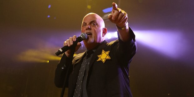 Superstar Billy Joel mit Judenstern bei Konzert