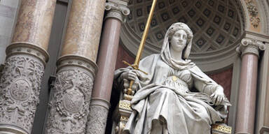 Kopie von Justitia Gericht Symbolbild Verhandlung