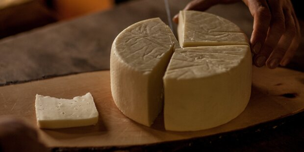 Lkw-Brand: 30 Tonnen Käse vernichtet