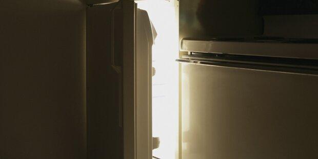 Pflegerin öffnet Kühlschrank – dann stürmt sie ganz schnell raus