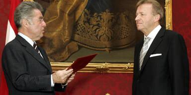 Hilmar Kabas wird von Bundespräsident Fischer angelobt. (c)AP