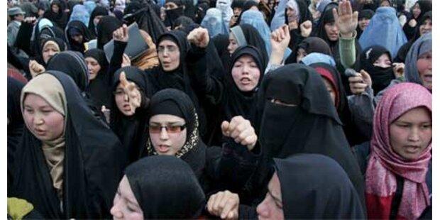 Teilnehmer in Kabul mit Steinen beworfen
