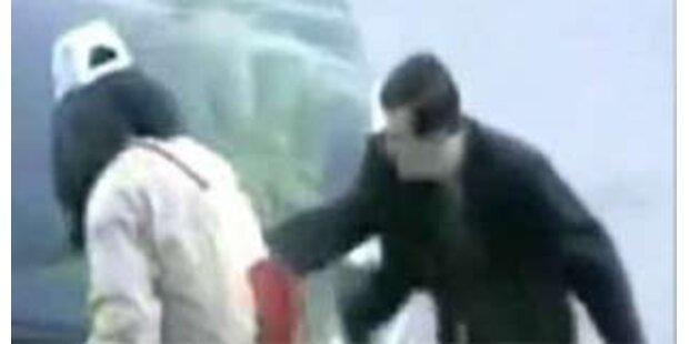 Opfer der Versteckten Kamera dreht durch