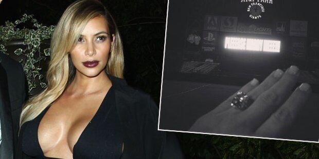 Kim Kardashian zeigt Verlobungsklunker