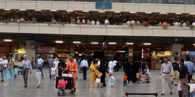 Bewaffnete greifen Flughafen von Karachi an