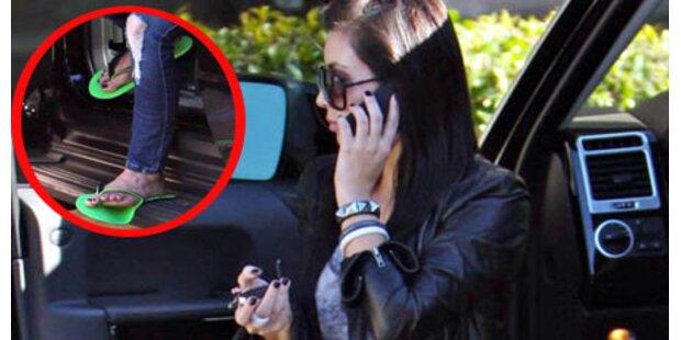 Kim Kardashians quakende Flip Flops