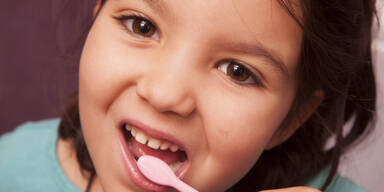 So können Karies-Bakterien im Mund überleben