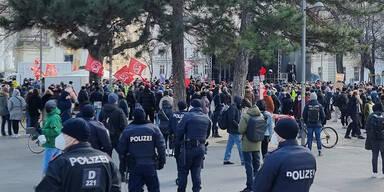 Video zeigt die Party-Eskalation am Wiener Karlsplatz