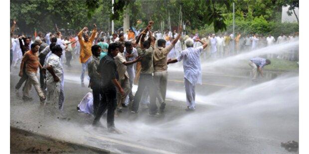 Tote und Verletzte bei Zusammenstößen in Kaschmir