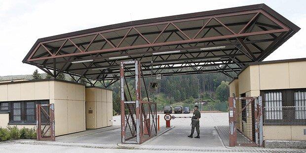 Mikl öffnet erste Kaserne