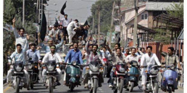 Zehntausende fordern Selbstbestimmung für Kahsmir