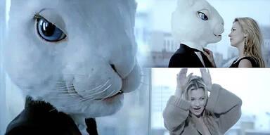 Kate Moss flirtet für Basement mit einem Hasen
