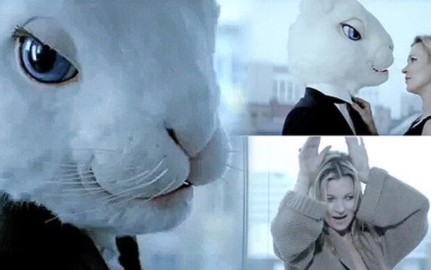 Kate Moss flirtet mit einem Hasen