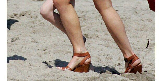 Kate Beckinsale kämpfte sich durch den Sand