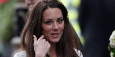 Queen verleiht Will und Kate Herzog-Titel