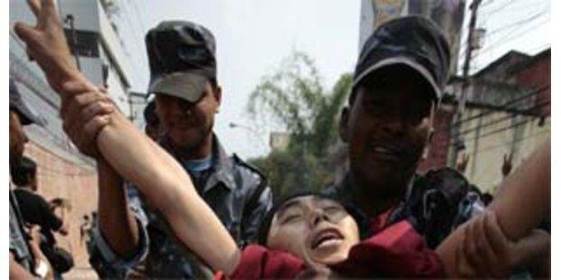 Über 100 Festnahmen vor Botschaft in Nepal