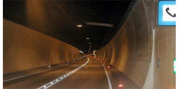 Reifenbrand führte zu Tunnelsperre