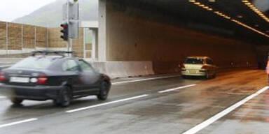 Lkw ramponiert den Katschbergtunnel