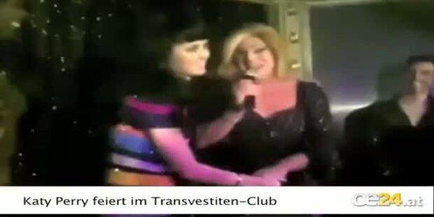 Katy Perry küsst Transvestiten